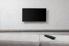 Grande TV sur le mur blanc image libre de droits