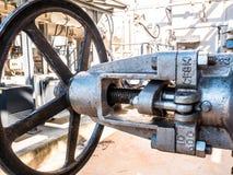 Grande valve manuelle de métaux lourds de volant de commande image stock