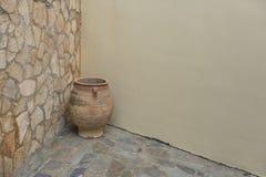 Grande vecchio vaso dell'argilla fotografia stock