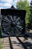 Grande ventilador de neve unido a uma locomotiva do trem imagem de stock