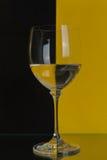 Grande vetro su giallo e sul nero Fotografia Stock Libera da Diritti