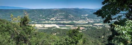 Grande vista aérea panorâmico no vale em Provence imagens de stock