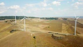Grande vista aerea del parco eolico video d archivio