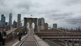 A grande vista de Manhattan da ponte de Brooklyn imagem de stock royalty free