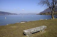Grande vista del lago e della città annecy Fotografie Stock Libere da Diritti