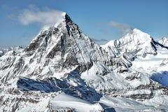 Grande vista del paesaggio della parete del sud del Cervino da svizzero - pensionante italiano immagini stock libere da diritti