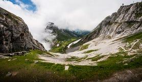Grande vista del tipo di drago maestosa del paesaggio delle alpi svizzere naturali dal picco di Pilatus del supporto Vista strabi Fotografie Stock