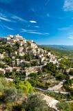 Grande vista del villaggio e dei sorroundings di Gordes in Francia Fotografia Stock