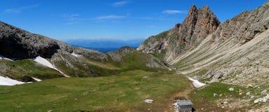 Grande vista della montagna della dolomia e del prato verde Fotografie Stock Libere da Diritti