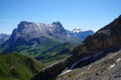 Grande vista della montagna della dolomia e del prato verde/del sassopiatto/verso sud Tirolo distintivi in Italia Immagine Stock