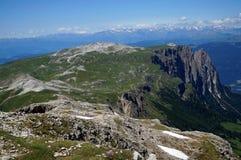 Grande vista della montagna della dolomia e del prato verde/plateau schlern distintivo della montagna nel Tirolo del sud in Itali Fotografia Stock Libera da Diritti