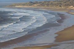 Grande vista della spiaggia sabbiosa Immagine Stock