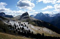 Grande vista delle montagne della dolomia dopo la caduta della neve ed alcune nuvole/verso sud il Tirolo in Italia Fotografie Stock Libere da Diritti