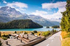 Grande vista dello stagno azzurrato Champfer Alpi svizzere di posizione, Silv Fotografia Stock Libera da Diritti