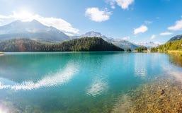 Grande vista dello stagno azzurrato Champfer Alpi svizzere di posizione, Silv Immagini Stock
