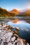 Grande vista dello stagno azzurrato Obersee che emette luce dalla luce solare Locati Fotografia Stock Libera da Diritti