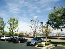 Grande vista di parcheggio dell'automobile sopra il quadrato fotografie stock