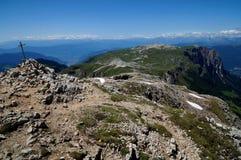 Grande vista do platô da montanha da dolomite e do prado verde Foto de Stock Royalty Free