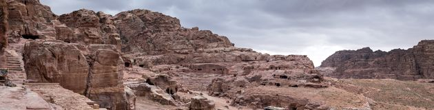 grande vista panorâmica de Roman Amphitheatre na cidade antiga do reino de Nabatean do árabe de PETRA fotos de stock royalty free