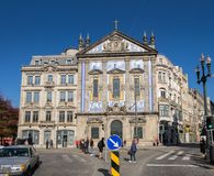 Grande vista panorâmica na igreja de dos Congregados de Santo Antonio, Porto portugal imagem de stock