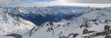 Grande vista panoramica delle alpi Immagini Stock