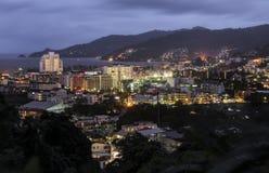 Grande vista verso Patong dopo il tramonto a Phuket Immagini Stock Libere da Diritti
