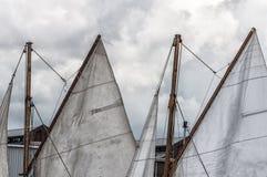 Grande voile d'un bateau de voile photographie stock libre de droits