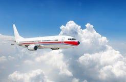 Grande voo do avião comercial Imagens de Stock