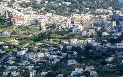 Grande vue au-dessus d'une ville typique de Capri image libre de droits