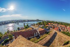 Grande vue d'angle de Novi Sad, Serbie photo libre de droits