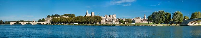 Grande vue panoramique de vieux ville et Rhône d'Avignon images stock