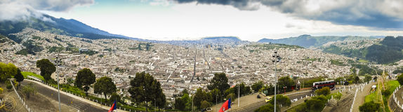 Grande vue panoramique de ville de Quito, Equateur Photo stock