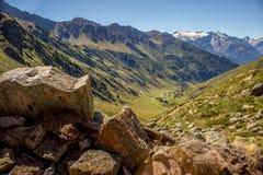 Grande vue sur les montagnes et la vallée en Ponte di Legno, Di Vi de cas Photos stock