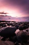 Grande y hermosa vista de la puesta del sol en la playa fotos de archivo