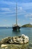 Grande yacht al bacino fotografia stock libera da diritti