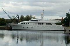 Grande yacht del motore Immagini Stock Libere da Diritti