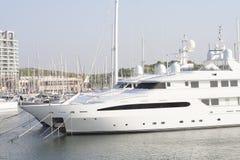 Grande yacht di lusso del motore Fotografie Stock Libere da Diritti