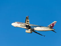 Grandes airbas A320-232 Qatar Airways Foto de Stock