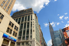 Grandes almacenes y Empire State Building, Manhattan, NYC del ` s de Macy Fotografía de archivo libre de regalías