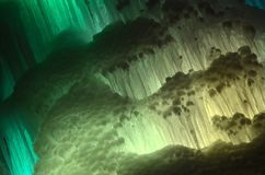 Grandes blocos de fundo congelado gelo da cachoeira ou da caverna fotografia de stock