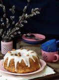 Grandes bolo e galhos do salgueiro Fotos de Stock Royalty Free