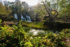 Grandes cachoeiras de Una em MArtin Brod, em Bósnia e em Herzegovina imagem de stock