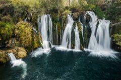 Grandes cachoeiras de Una em MArtin Brod, em Bósnia e em Herzegovina foto de stock royalty free