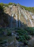 Grandes cascades à écriture ligne par ligne au lac Plitvice Photos stock