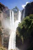 Grandes cascades à écriture ligne par ligne d'Ouzoud Photos stock