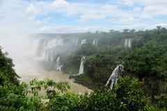 Grandes cascades dans la forêt de jungle Image libre de droits