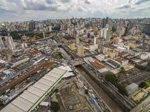 Grandes cidades, grandes avenidas, casas e construções Distrito claro Bairro a Dinamarca Luz, Sao Paulo Brazil, trilho e subw imagem de stock royalty free