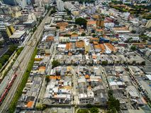 Grandes cidades, grandes avenidas, casas e construções Distrito claro Bairro a Dinamarca Luz, Sao Paulo Brazil, trilho e subw imagem de stock