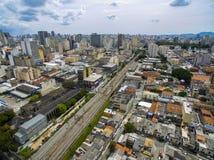 Grandes cidades, grandes avenidas, casas e construções Distrito claro Bairro a Dinamarca Luz, Sao Paulo Brazil, trilho e subw fotografia de stock royalty free