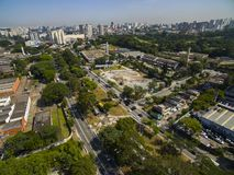 Grandes cidades, grandes avenidas Cidade de Sao Paulo, avenida de United Nations, vizinhança de Vila Almeida, Brasil imagens de stock